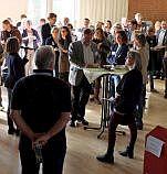 Zum Resumee und Ausblick versammelten sich die Teilnehmerinnen und Teilnhemer in der Aula.